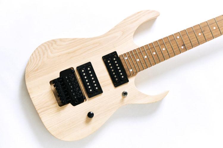 7弦ギター、ホワイトアッシュボディ